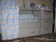 детская  кроватка с пеленальным столиком и тумбой