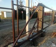 Ворота откатные,  заборы из профнастила,  штакетника